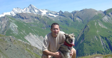 Lola and Eric hiking in Hohe Tauern.