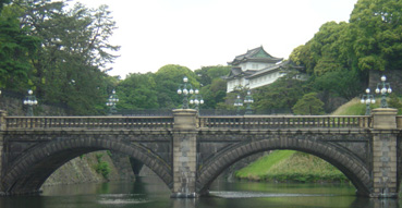 Quinessential photo of the Imperial Palace.