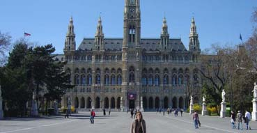 Sam and the dogs in front of the Rathaus.